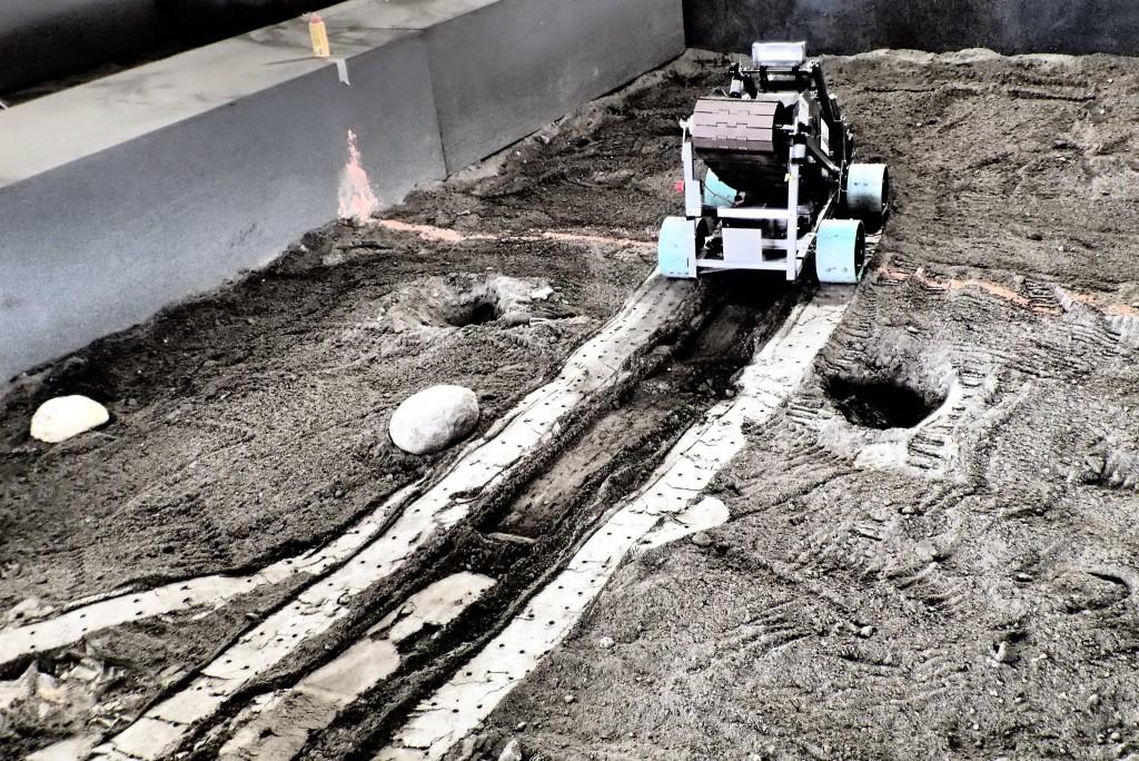 Mars mining robot